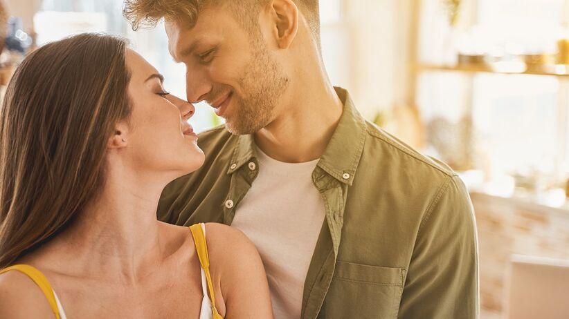 Test Arona prowadzi do zakochania. Poznaj 36 pytań