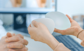 Implanty piersiowe mogą wywoływać choroby autoimmunologiczne.