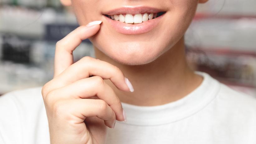 Powiększanie i modelowanie ust. Jakie zabiegi są bezpieczne?