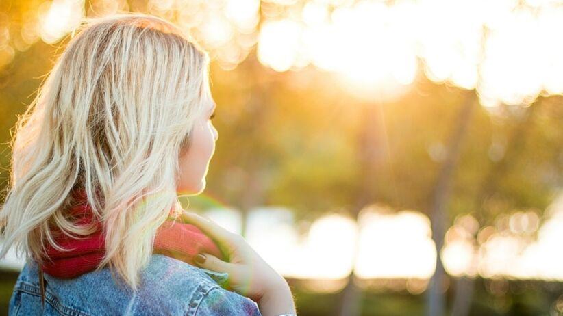 Jesienna pielęgnacja włosów. Co zrobić, aby nie wypadały?