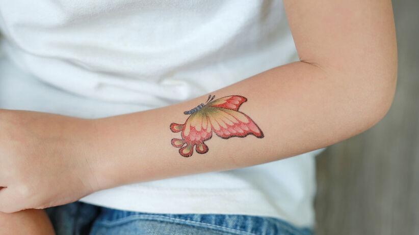 Tatuaż zmywalny może szkodzić skórze