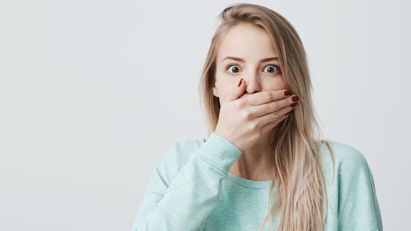 Afta w jamie ustnej to małe, ale wyjątkowo bolesne owrzodzenie