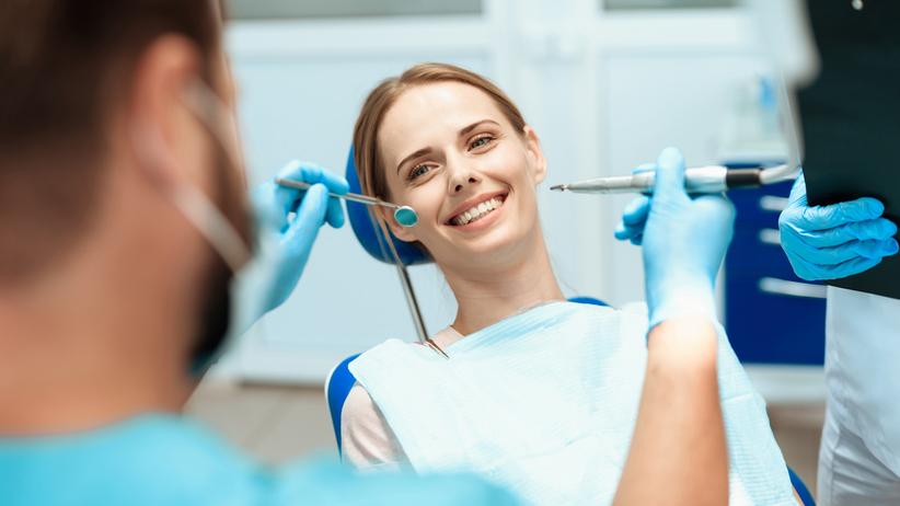 Implanty zębów: czy zabieg boli?
