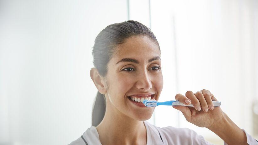 Jak myć zęby, żeby były zdrowe i mocne?