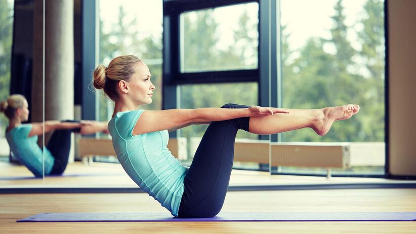 Kobieta ćwicząca pilates