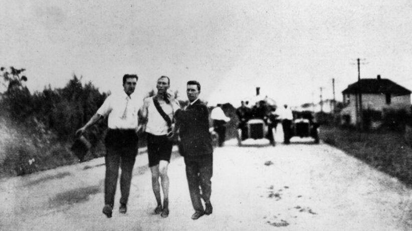 Thomas Hicks podczas maratonu w 1904 r. zatruty strychniną