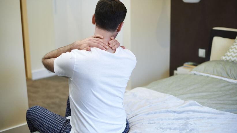 Sztywność karku i ból z tyłu głowy