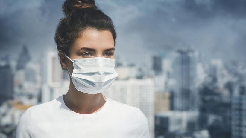 Maski ochronne mogą powodować uszkodzenia skóry