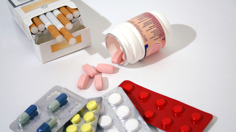 Leki nie lubią dymu papierosowego, bo nikotyna i szkodliwe substancje chemiczne będące składnikiem dymu źle wpływają na proces leczenia