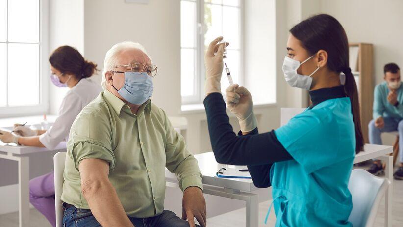 Czy szczepienia przeciwko COVID-19 trzeba powtarzać?