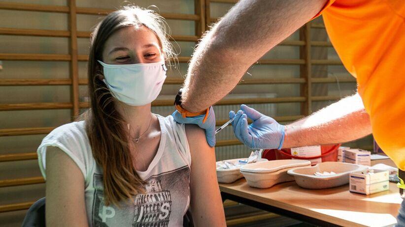 Moderna - szczepienia nastolatków