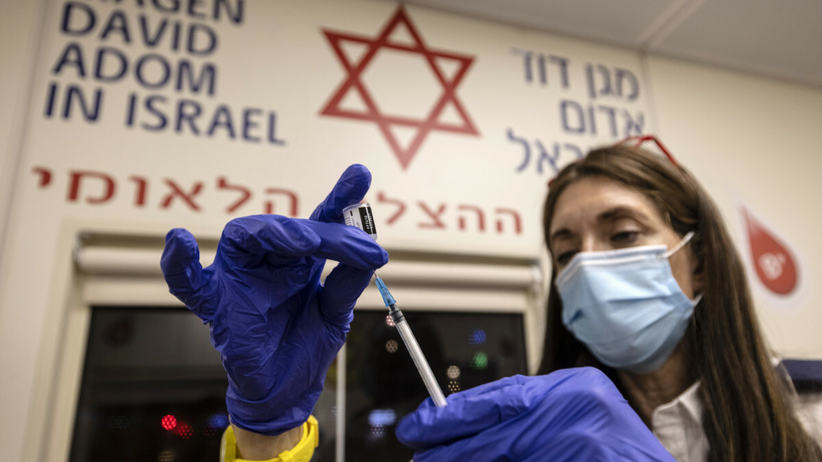 Trzecia dawki szczepionki przeciwko COVID-19 w Izraelu