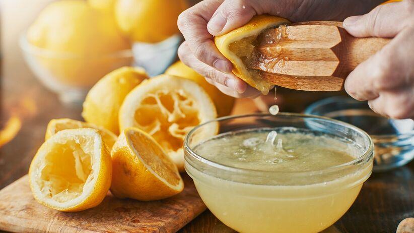 Jak codzienne jedzenie cytryny wpływa na organizm? Dieta cytrynowa
