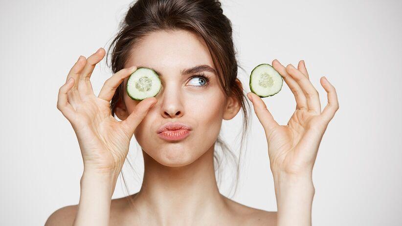 Zielone ogórki – dlaczego warto je jeść? 13 korzyści
