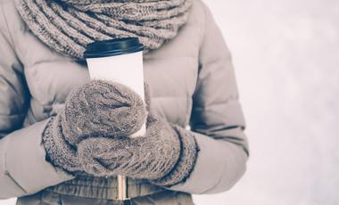 Zimowa kawa z sieciówki to pułapka. Starbucks, Costa Coffee, McCafe