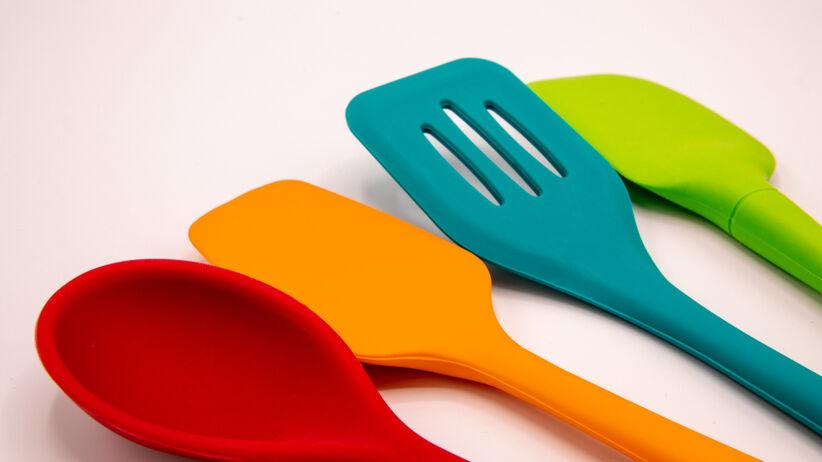 Plastikowe łyżki do gotowania