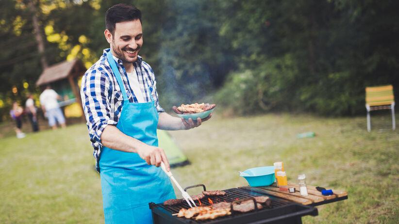 Naukowcy ostrzegają przed niedogotowanym mięsem