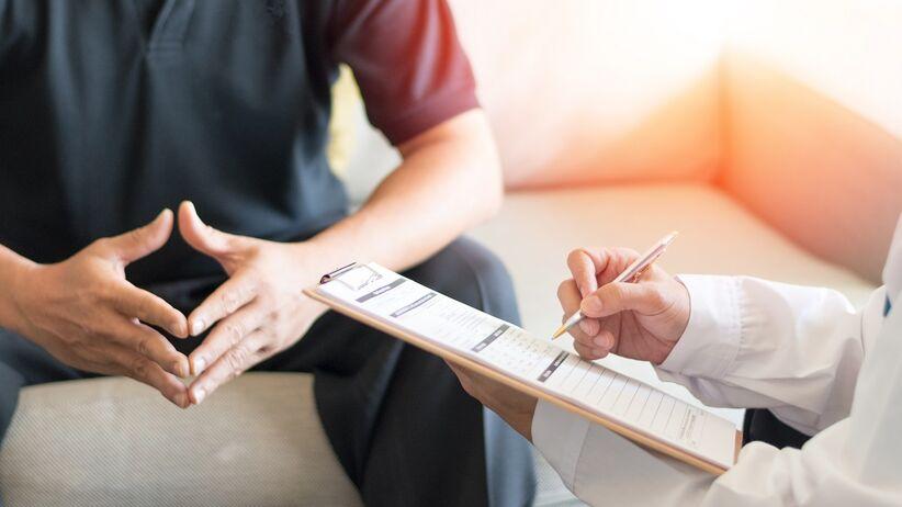 Choroba Peyroniego - jakie są przyczyny stwardnienia i skrzywienia penisa