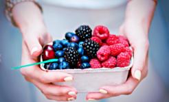 Nie myjesz owoców przed spożyciem? Grozi Ci bąblowica! GIS ostrzega