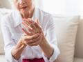 Bóle stawów: nie tylko w chorobie reumatycznej. Jakie są przyczyny bólu?