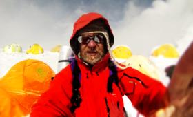 Mężczyzna chory na raka wszedł na Mount Everest! Historyczny wyczyn