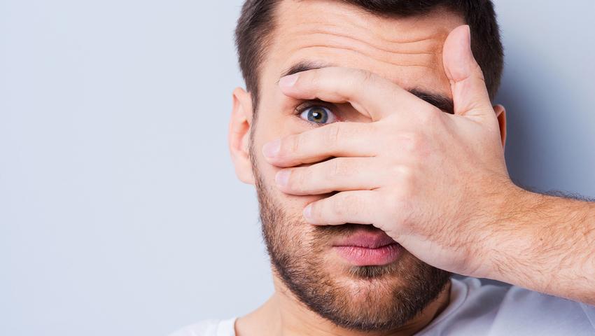 Jęczmień na oku może przejść w gradówkę