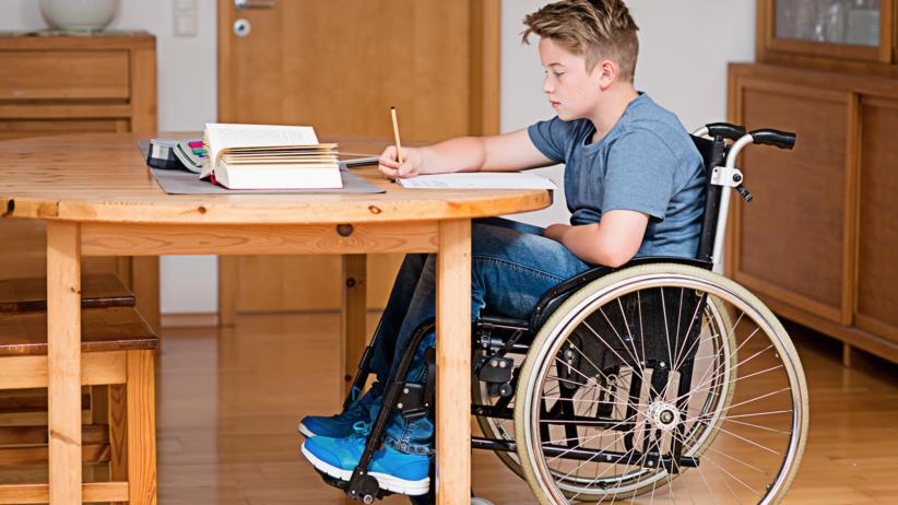 Nowy rok szkolny 2018/2019, niepełnosprawne dzieci, chory uczeń, wózek inwalidzki, MEN, nowe przepisy