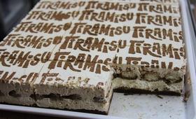 Tiramisu z... salmonellą! Fala zatruć u klientów cukierni z Radomia