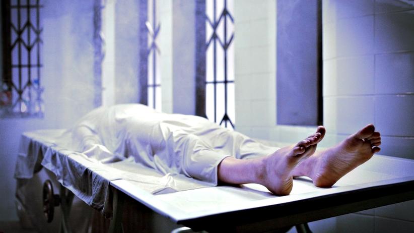 Trzy razy stwierdzono u niego zgon. Obudził się w... kostnicy!