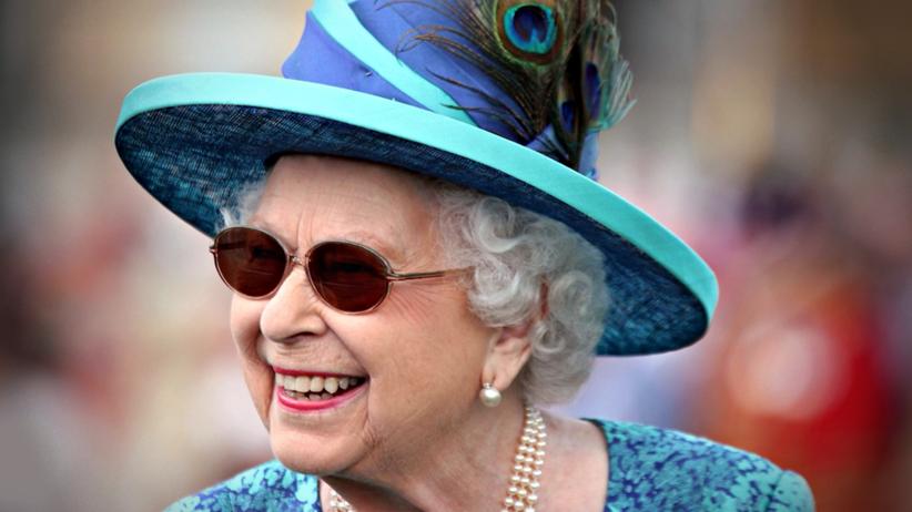 Królowa Elżbieta II przeszła zabieg usunięcia zaćmy
