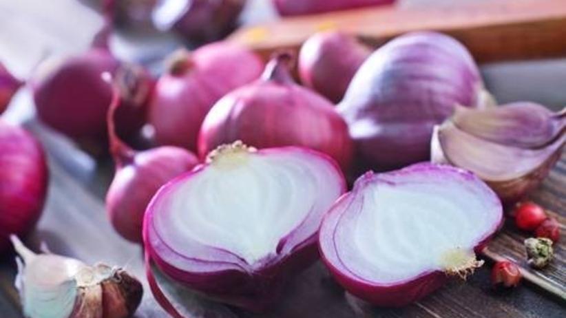 Cebula na przeziębienie i mdłości. Dlaczego warto jeść cebulę?