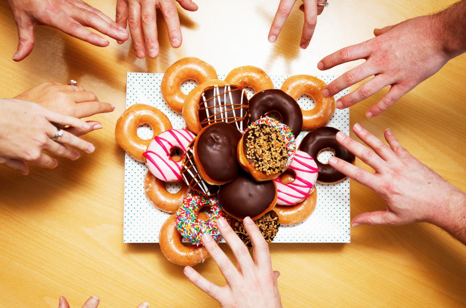 Świętujesz Tłusty Czwartek? Sprawdź, ile kalorii ma pączek?