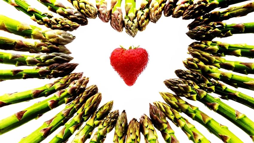 Co jeść by pobudzić libido? Lista roślinnych afrodyzjaków