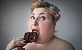 otyłość, głupota, mózg, inteligencja, nadwaga, kilogramy, słodycze, gruba kobieta, czekolada
