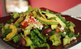 Dieta antyrakowa: sałatka z awokado i pomidorami