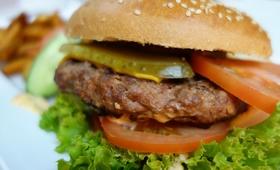Koniec z fast foodem? Poznaj przepis na dietetycznego burgera
