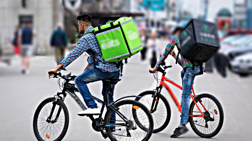 Uber Eats, rowerzyści, dostawcy jedzenia na zamówienie, sanepid, Warszawa