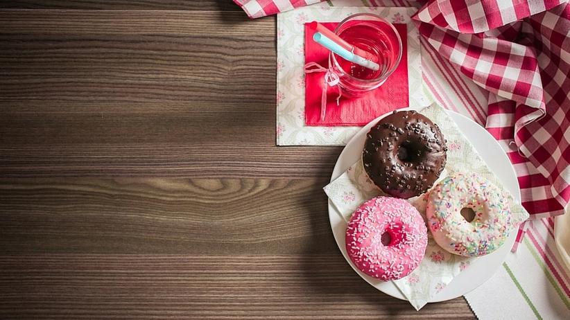 Jak wyrzucić ze swojej diety cukier? Skończ z nałogiem w 5 korkach!