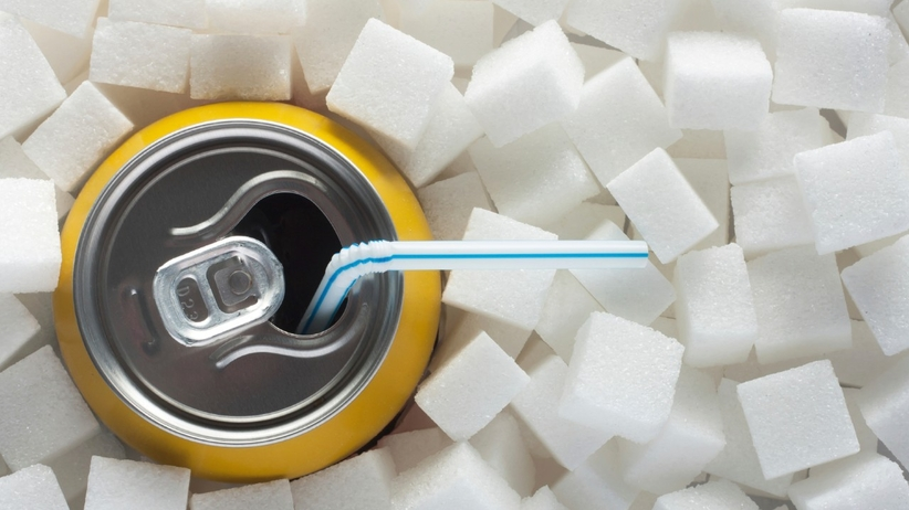 Nie pij słodkich napojów w czasie upałów, bo się odwodnisz!
