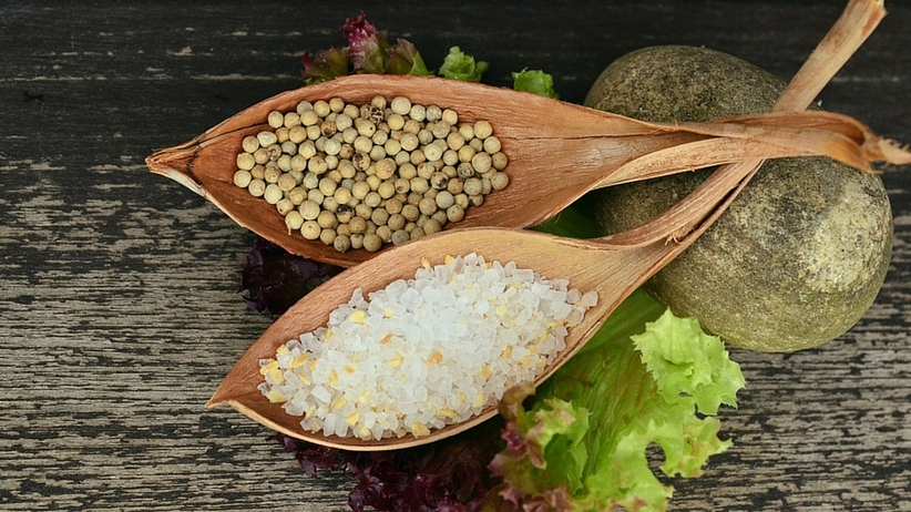 Polacy ograniczają spożycie soli, ale wciąż jedzą jej za dużo