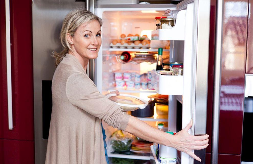 Jak bezpiecznie przechowywać zapasy żywności w lodówce?