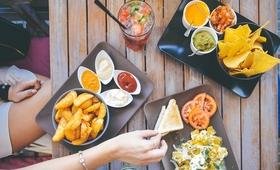 Jedzenie, które doda nam lat? Sprawdź, jakie pokarmy Cię postarzają!