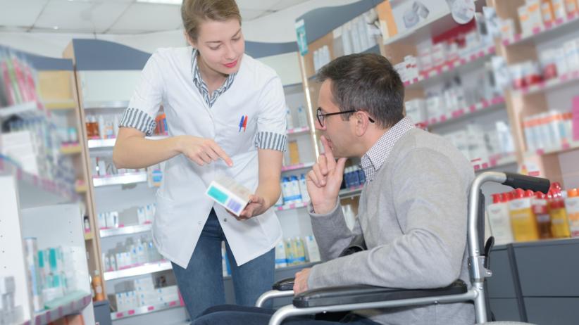Farmaceuta dostarczy niepełnosprawnym leki, apteki, zmiany w prawie, sprzedaż wysyłkowa leków na receptę, Ministerstwo Zdrowia