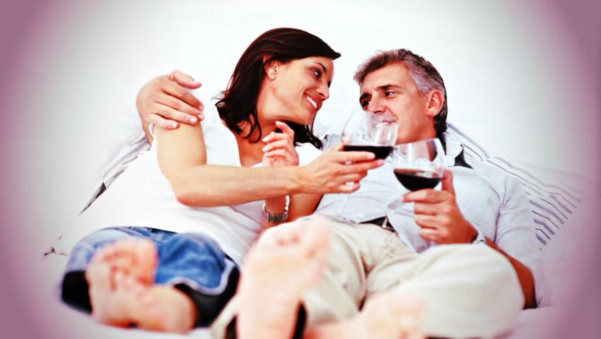 Dwie lampki wina przed snem lekiem na otyłość? To przez resweratrol