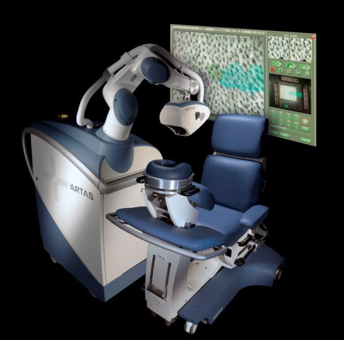 Robot-ARTAS-fot.-dr-Turowski-Hair-Restoration-Clinic-696x688