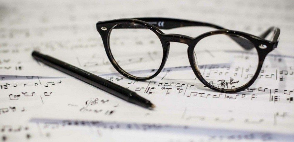 sheet-music-with-glasses