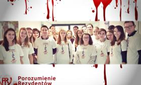 """""""Niech poleje się krew"""": młodzi lekarze rozpoczęli strajk głodowy"""
