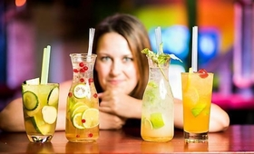Alkohol może poprawiać zdolności językowe. Jak to możliwe?