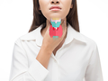 Hormony tarczycy: tyroksyna i trójjodotyronina. Kiedy trzeba zbadać poziom hormonów?