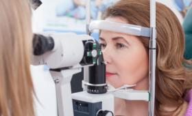 Jak wygląda zabieg operacji zaćmy? Co musisz wiedzieć?